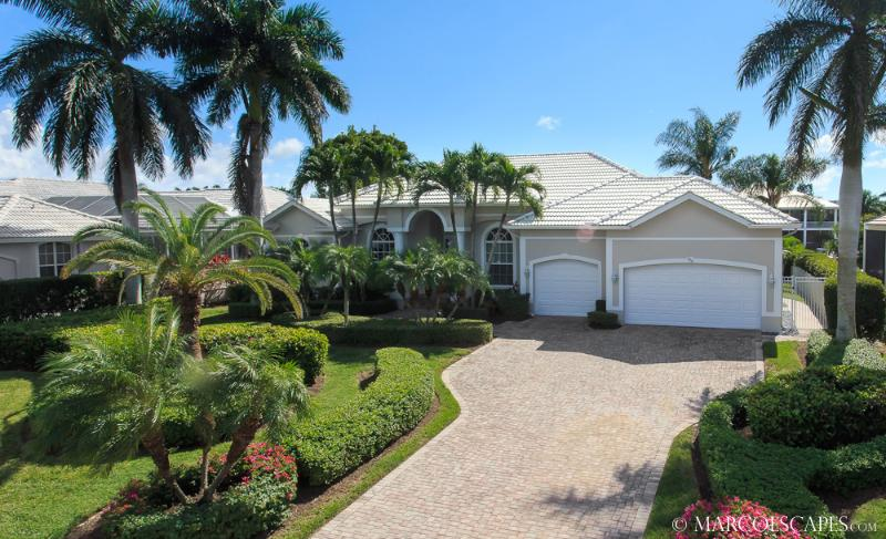 ISLAND OASIS - Coastal Hideaway Walking Distance to Tigertail Beach !! - Image 1 - Marco Island - rentals