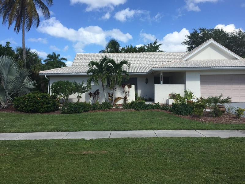 Newly renovated and updated home near beach - Quick Walk to Beach, Restaurants, Shops - Marco Island - rentals