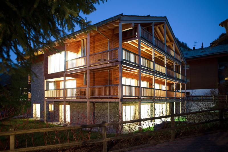 Chalet Amber - 3 Bedroom Duplex Apartment, Sleeps 6 - Image 1 - Zermatt - rentals