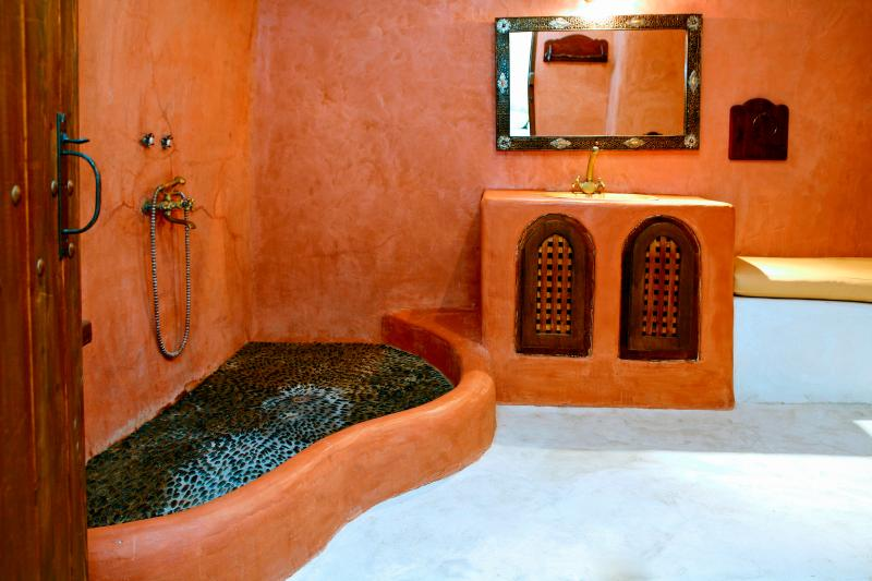 Small Romantic Villa for Two on Santorini  - Villa Petros - Image 1 - Megalochori - rentals