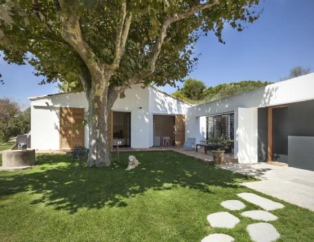 Holiday rental Villas Aix En Provence (Bouches-du-Rhône), 220 m², 3 900 € - Image 1 - Aix-en-Provence - rentals