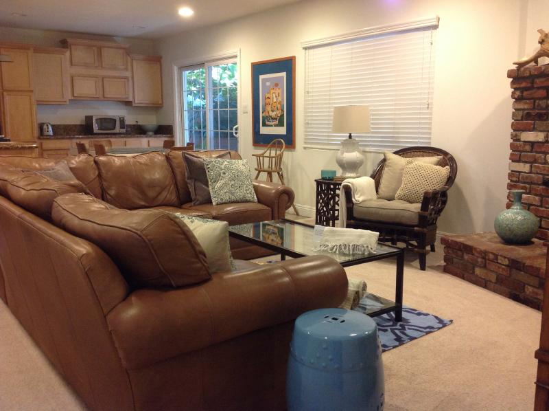 Living room -open concept with flat screen TV with DVD player and gas fireplace. - Designer Styled House Near Disneyland - Anaheim - rentals