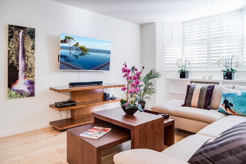 OVC1 - Beautiful oasis w/pool 1 block from Ocean - Image 1 - Honolulu - rentals