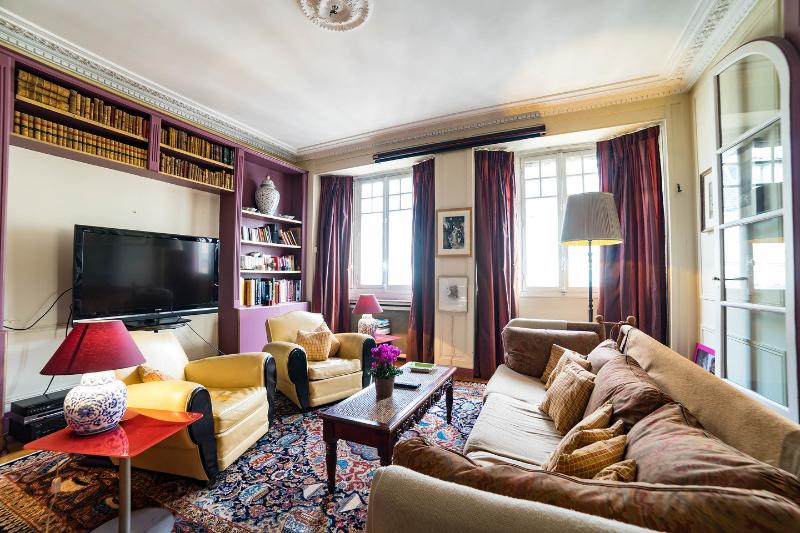 Lounge - Elegant appartment, Eiffel Tower view, Passy - Paris - rentals