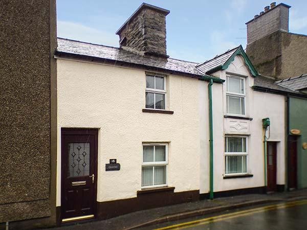 CILDYDD, terraced cottage, enclosed courtyard, pet-friendly, in Bala, Ref 924906 - Image 1 - Bala - rentals