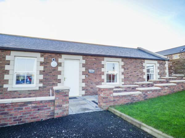 HOME STEAD COTTAGE, all ground floor, woodburner, parking, garden, in Embleton, Ref 930498 - Image 1 - Embleton - rentals