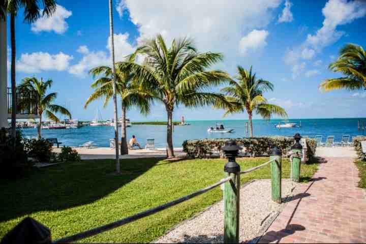Walkway to the beach in Executive Bay. - Elegant 3/2 Executive Bay Townhouse with Beach & Pool! - Islamorada - rentals