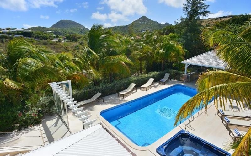 Captain Cook - Ideal for Couples and Families, Beautiful Pool and Beach - Image 1 - Pointe Milou - rentals