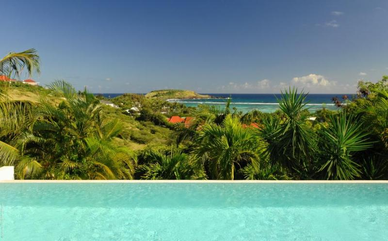 Ideal for Couples, Large Swimming Pool, Ocean Views, Close to Beaches & Restaurants - Image 1 - Lorient - rentals