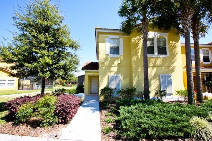Your Vacation Home Awaits; Large End Unit w/Pond View From Lanai - 3031 Encantada - Kissimmee - rentals