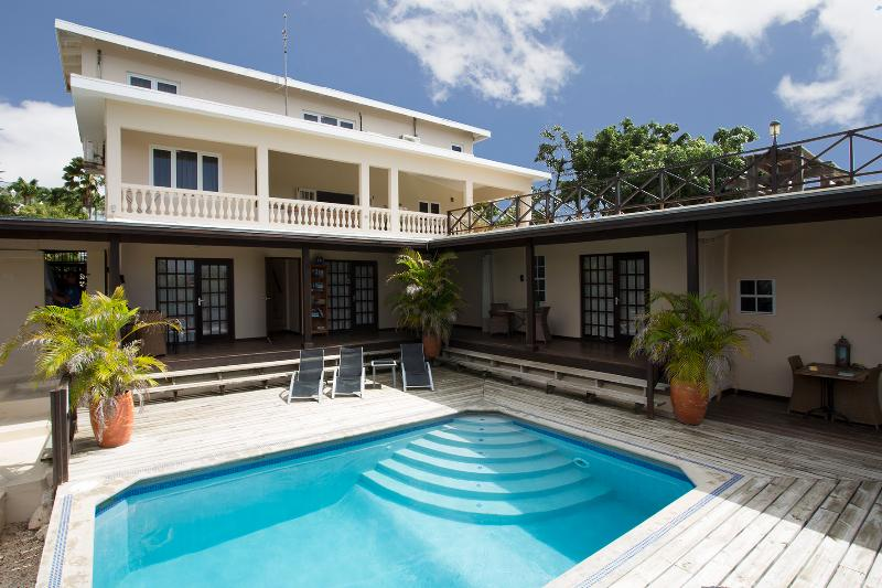Backside Curavilla - Grand villa for 8 persons with magnificent view - Willemstad - rentals