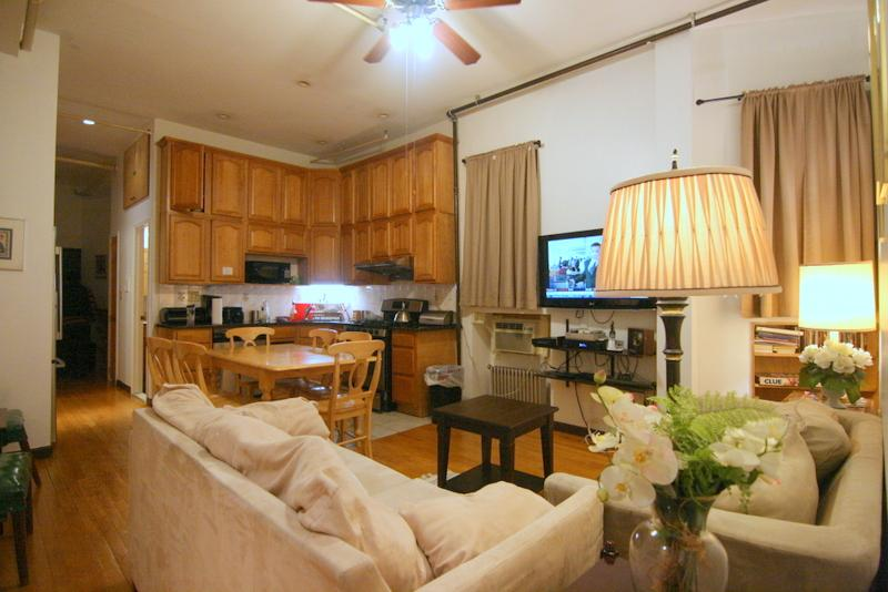 living room - Upper West Side Three Bedroom 2 Bath Apt - Manhattan - rentals