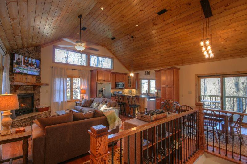 4BR Mountain Chalet with Seasonal Views and Foosball Table, Flat Panel TVs, Grill, Close to Boone, Blowing Rock, ASU Campus, App Ski Mtn, Tweetsie Railroad - Image 1 - Blowing Rock - rentals