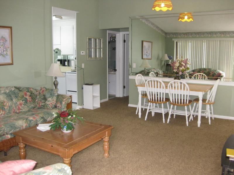 Living room and dining area - Awesome condo, awesome rates, many amenities! - Panama City Beach - rentals