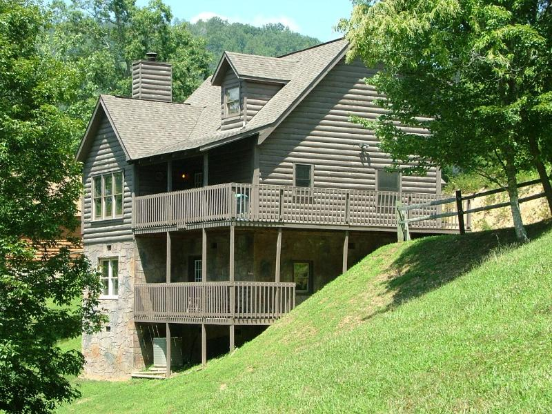 Three levels with 2 decks with rocking chairs to enjoy the private view. - PONDEROSA Close to Dollywood with FREE Wi-Fi! - Pigeon Forge - rentals