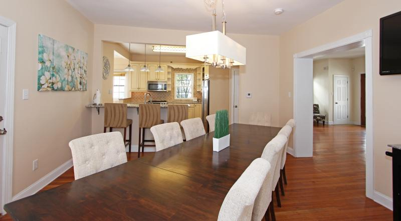 Dining room table with seating for 10 - 8 Bedroom Oceanblock Home - Atlantic City - rentals