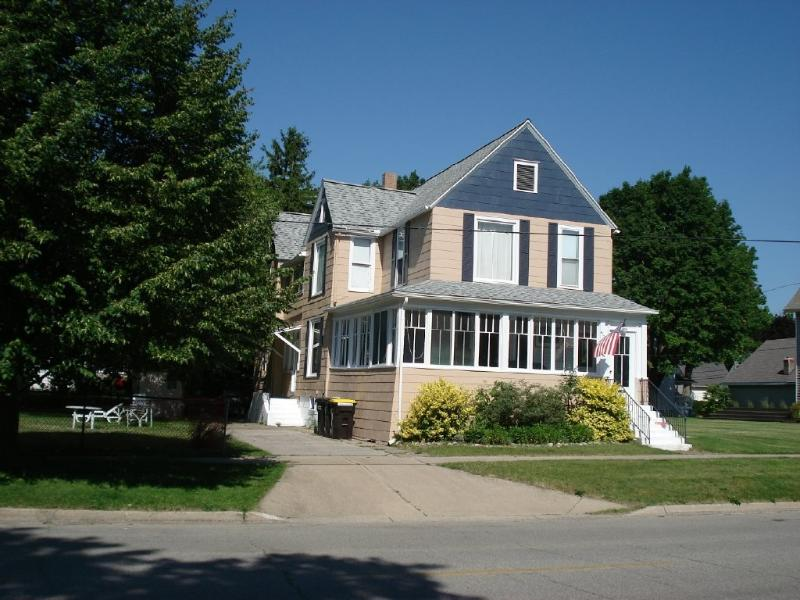 4 Bedroom Big Old Summer House - Image 1 - South Haven - rentals