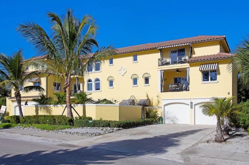 Casa de Mariposa 5540, 3 Bedroom, GulfView, Elevator, Heated Pool, Sleeps 8 - Image 1 - Sarasota - rentals