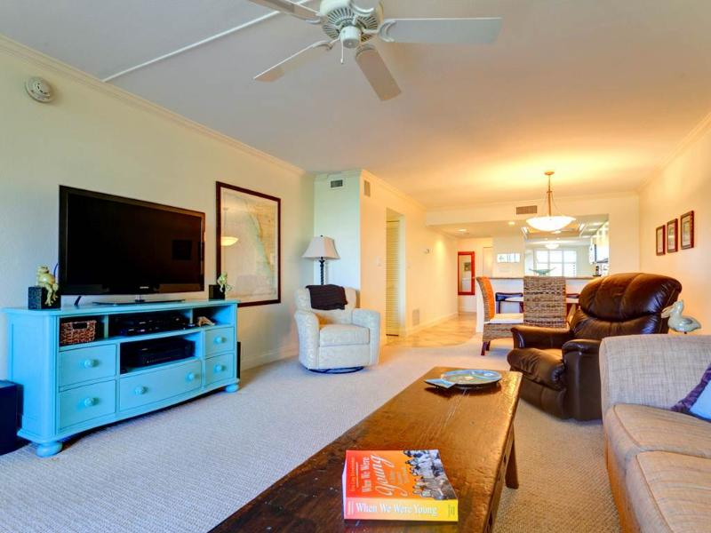 Gulf and Bay Club 305C, 2 Bedrooms, 3 pools, Gym, Spa, WiFi, Sleeps 6 - Image 1 - Siesta Key - rentals