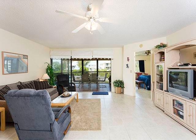 Castaway Cove 3B, 2 Bedrooms, Gulf and Lagoon View, WiFi, Sleeps 5 - Image 1 - Siesta Key - rentals