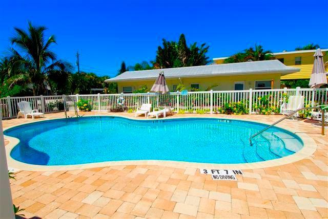 Twin Palms 5, 1 Bedroom, Ground Floor, Heated Pool, WiFi, Sleeps 4 - Image 1 - Sarasota - rentals