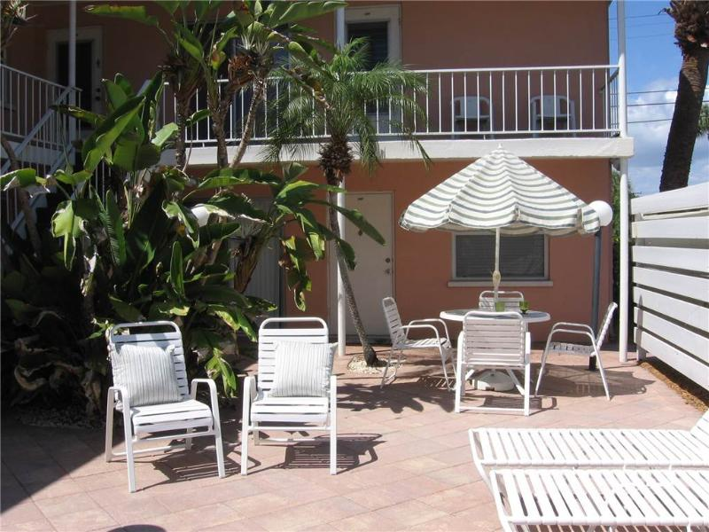 Coco Palms 204, 1 Bedroom, Cable TV, DVD, WiFi, Sleeps 4 - Image 1 - Venice - rentals