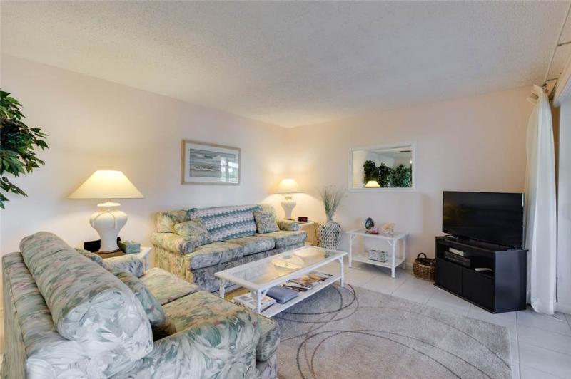 Bonita Beach 154E, 1 Bedroom, Gulf Front Community, Heated Pool, Sleeps 3 - Image 1 - Fort Myers Beach - rentals