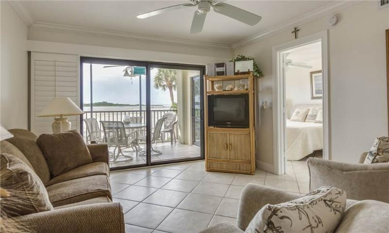 Carlos Pointe 121, 2 Bedrooms, Gulf Front, Elevator, Heated Pool, Sleeps 6 - Image 1 - Fort Myers Beach - rentals