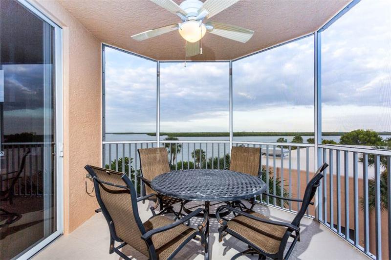 Island Beach Club 304, 2 Bedrooms, Bay view, Pool, Elevator, WiFi, Sleeps 6 - Image 1 - Fort Myers Beach - rentals