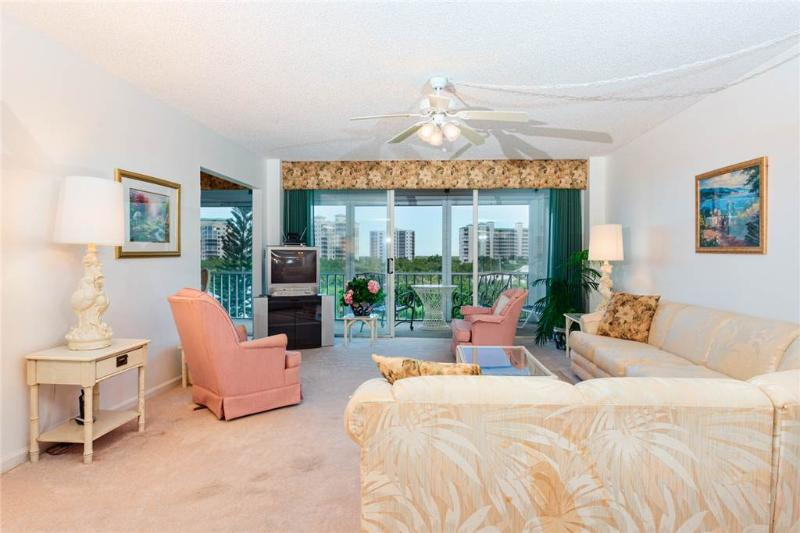 Marina Towers 406, 2 Bedrooms, Bay Front, Elevator, Heated Pool Sleeps 6 - Image 1 - Fort Myers Beach - rentals