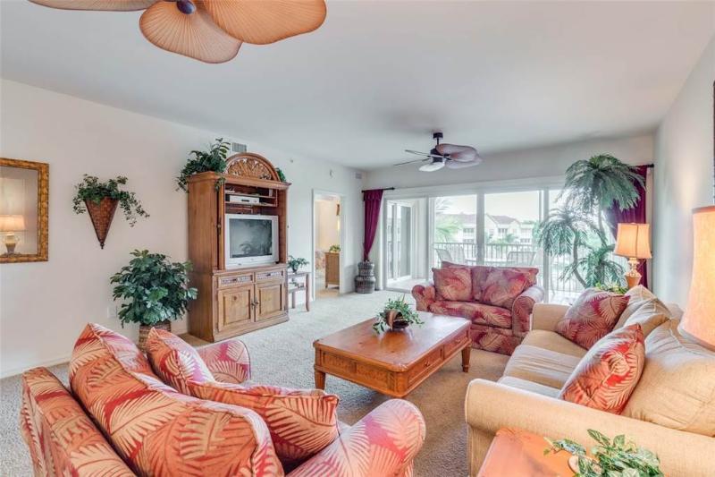 Bella Lago 143, 2 Bedrooms, Elevator, Heated Pool, Tennis, Gym, Sleeps 6 - Image 1 - Fort Myers Beach - rentals