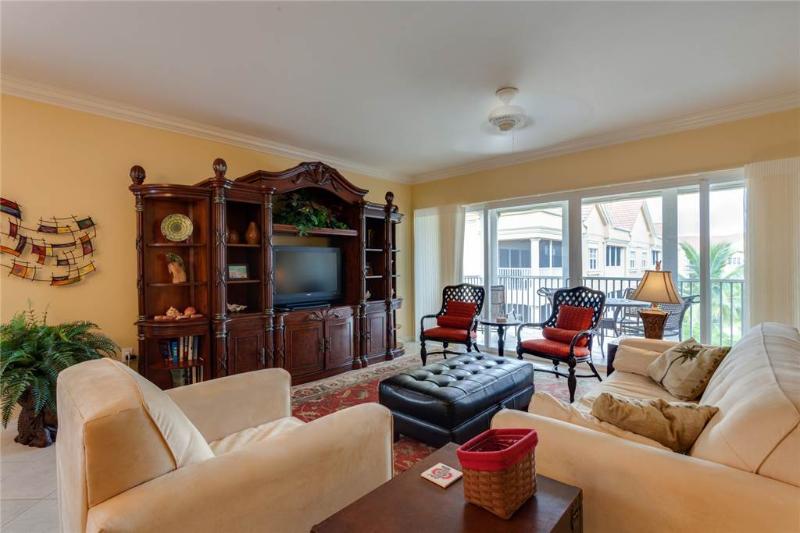 Bella Lago 241, 3 Bedrooms, Elevator, Heated Pool, Tennis, Gym, Sleeps 6 - Image 1 - Fort Myers Beach - rentals