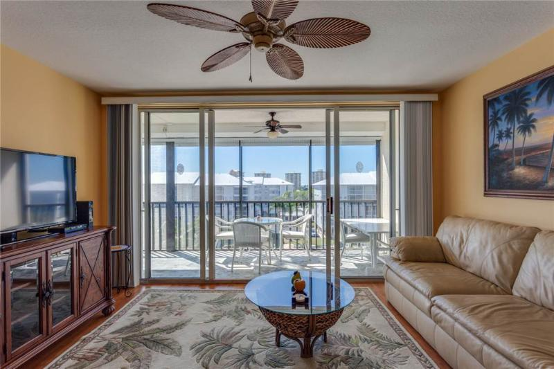 Hibiscus Pointe 342, 2 Bedroom, Canal View, Elevator, Heated Pool, Sleeps 6 - Image 1 - Fort Myers Beach - rentals