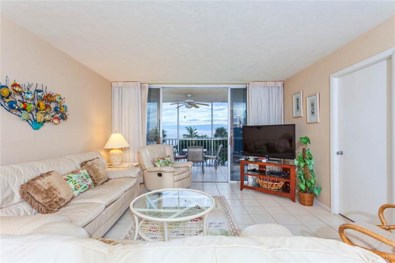 Sun Caper 208, 2 Bedrooms, Gulf Front, Elevator, Heated Pool, Sleeps 6 - Image 1 - Fort Myers Beach - rentals