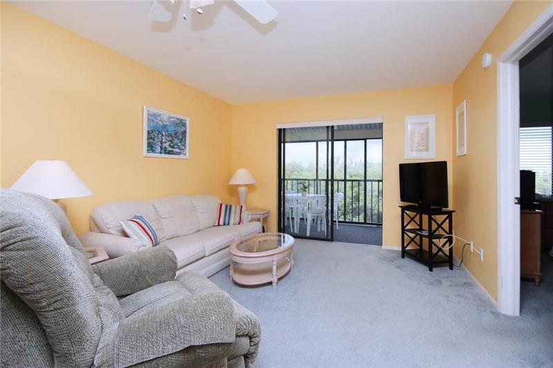 Admiral's Bay 242, 2 Bedrooms, Heated Pool, BBQ, Tennis, Elevator, Sleeps 6 - Image 1 - Fort Myers Beach - rentals