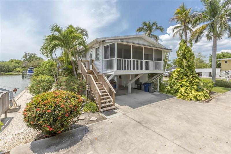 Bayview Cottage, 2 Bedrooms, Canal Front, WiFi, Sleeps 6 - Image 1 - Fort Myers Beach - rentals