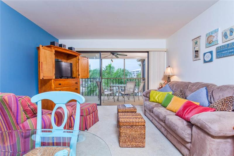 Estero Yacht & Racquet 221, 1 Bedroom, Canal View, Heated Pool, Sleeps 4 - Image 1 - Fort Myers Beach - rentals