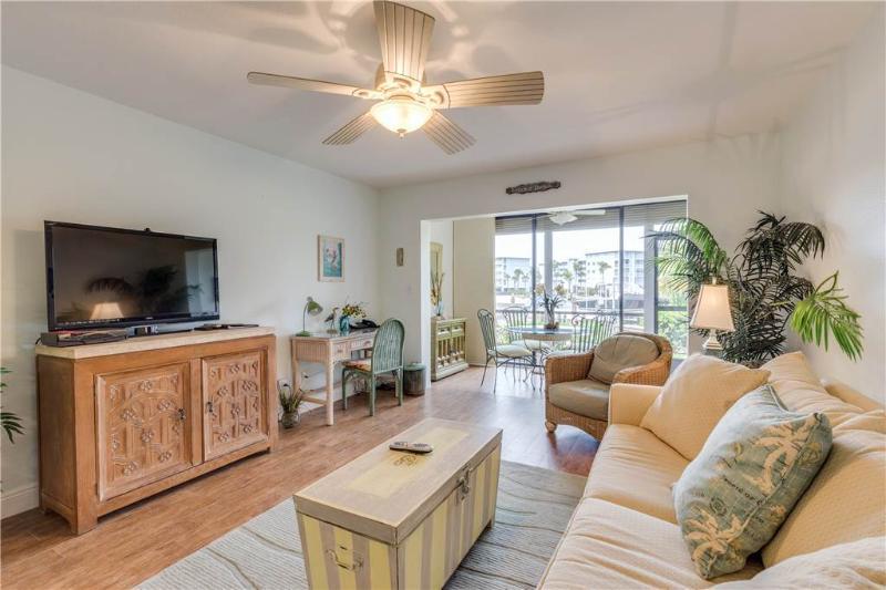 Estero Yacht & Racquet 311, 1 Bedroom, Ground Floor, Heated Pool, Sleeps 4 - Image 1 - Fort Myers Beach - rentals