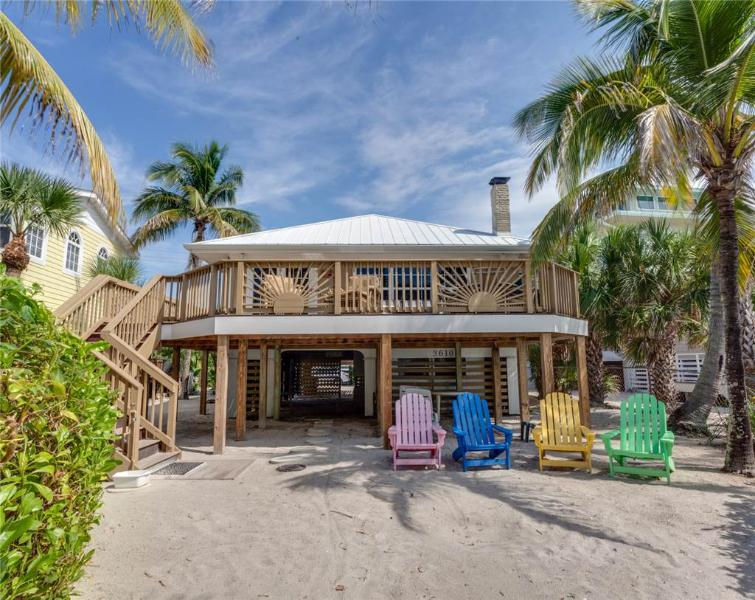 The Crow's Nest, 2 Bedrooms, Gulf Front, WiFi, Sleeps 8 - Image 1 - Fort Myers Beach - rentals