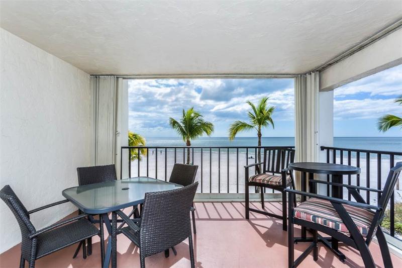 Island House Beach Club 2D, 2 Bedroom, BeachFront, Pool, Elevator, Sleeps 6 - Image 1 - Fort Myers Beach - rentals
