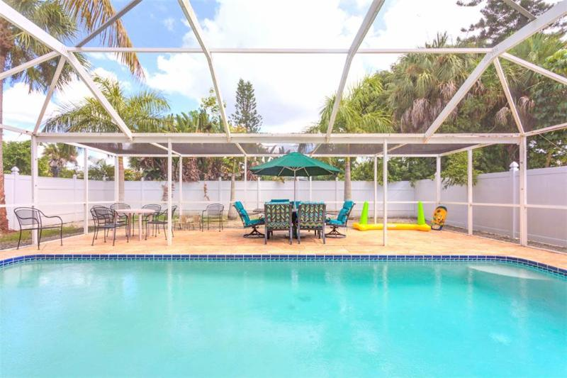 Palermo Palms, 3 Bedrooms, Private Heated Pool, Jacuzzi Tub, Sleeps 10 - Image 1 - Fort Myers Beach - rentals