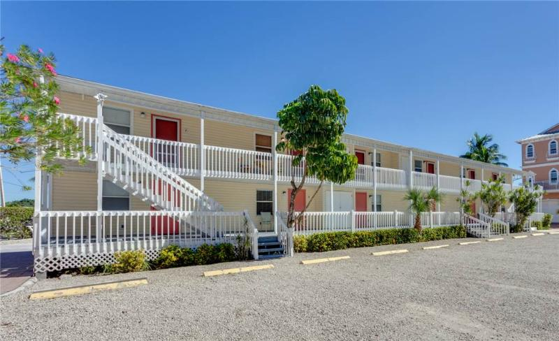 Polynesian Village 2, Studio, Beach View, Sleeps 3 - Image 1 - Fort Myers Beach - rentals