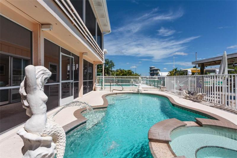 Primo Pool Home, 4 bedrooms, Heated Pool, Sleeps 12 - Image 1 - Fort Myers Beach - rentals