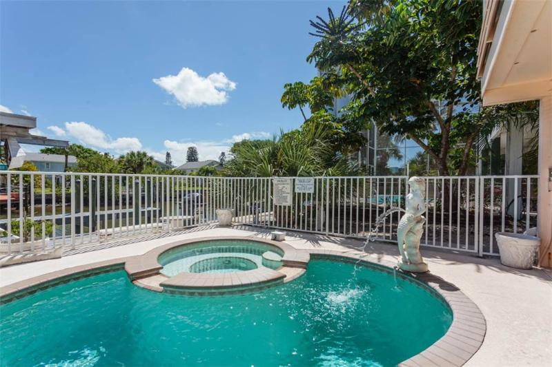 Primo Pool Home Upper, 2 Bedrooms, Pool, WiFi, Sleeps 6 - Image 1 - Fort Myers Beach - rentals