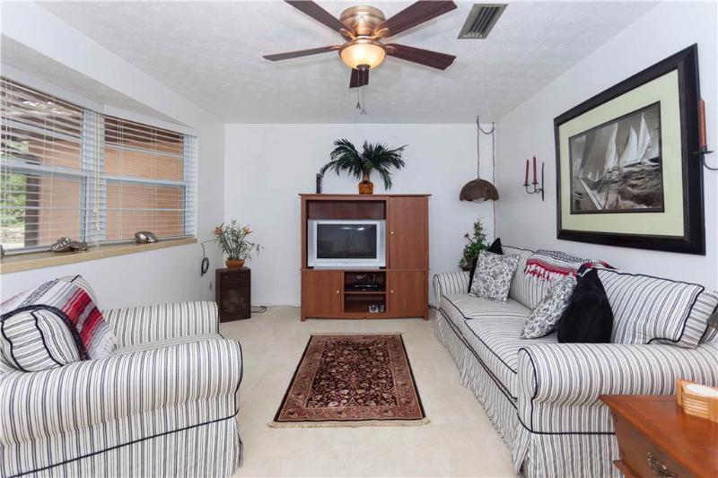 Villa Hermosa, 3 Bedrooms, Walk to Beach, Wireless Internet, Sleeps 6 - Image 1 - Saint Augustine - rentals