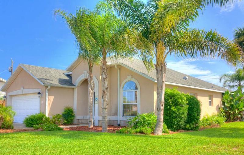 Ocean Drive Princess, 3 Bedroom, Walk to Beach, Pet Friendly,WiFi, Sleeps 6 - Image 1 - Saint Augustine Beach - rentals
