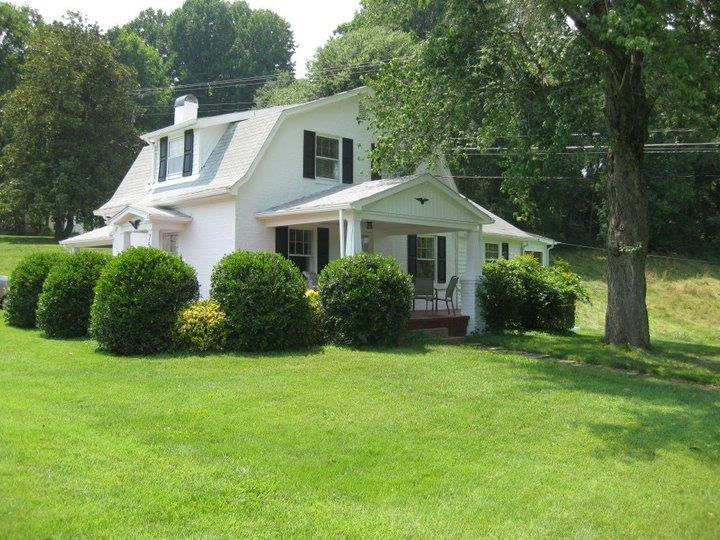 Timberlake Cottage Close to Liberty University - Image 1 - Lynchburg - rentals