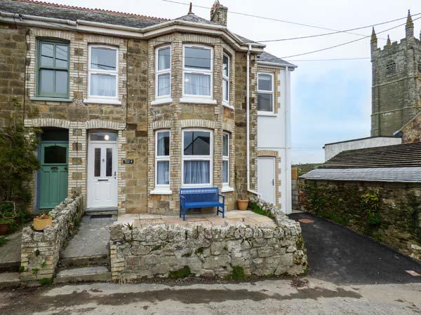 HILLVIEW COTTAGE, semi-detached, open fire, private garden, play room, WiFi, Porth Ref 920555 - Image 1 - Newquay - rentals