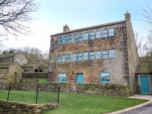 WEAVER'S COTTAGE, Grade II listed, stone-built, en-suites, pet-friendly, in Thurlstone, Holmfirth, Ref 913895 - Image 1 - Holmfirth - rentals