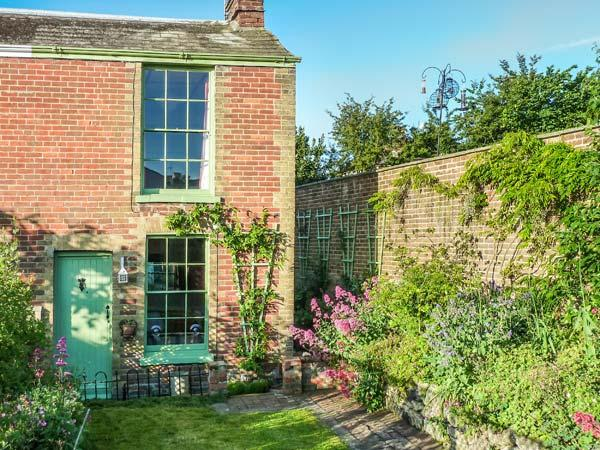 SAGE COTTAGE, character features, woodburner, enclosed garden, beach within walking distance, in Ryde, Ref 924463 - Image 1 - Ryde - rentals